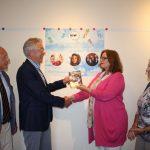 Overhandiging jaarprogramma Stichting Muziek Waddinxveen aan wethouder Brigitte Leferink (Gemeente Waddinxveen)