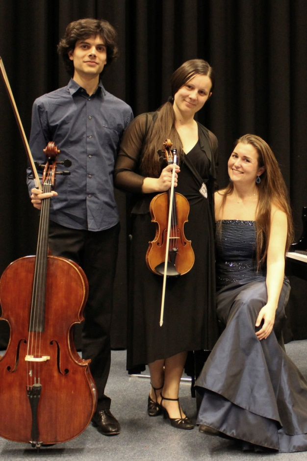 Sharon Niessen (piano), Anna Britala (viool), Camillo Cabassi (cello)