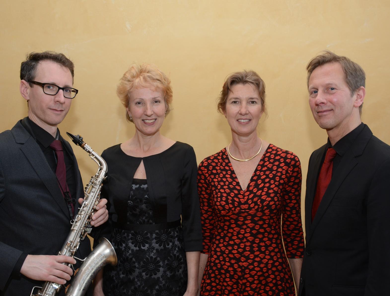 Marijke Franken (mezzosopraan), Liesbeth Reijerkerk (mezzosopraan), Stephan Schoutens (saxofoon) en Winfried Verweij (piano)